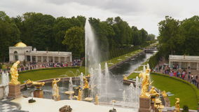 伟大的小瀑布是Peterhof主要喷泉结构  股票视频
