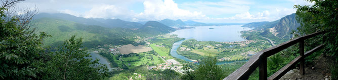 伟大的山全景意大利, Lago Maggiore 免版税库存照片
