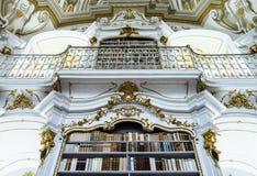 伟大的最大的图书馆在老修道院里 免版税库存图片