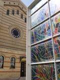 伟大的犹太教堂和浩劫纪念品彩色玻璃,布达佩斯,匈牙利 库存图片