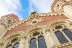 伟大的犹太教堂在比尔森或Pilsen,有蓝天和云彩的捷克 波希米亚地区 库存图片