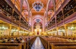 伟大的犹太教堂或Tabakgasse犹太教堂的内部在布达佩斯,匈牙利 免版税库存图片