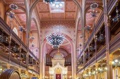 伟大的犹太教堂或Tabakgasse犹太教堂的内部在布达佩斯,匈牙利 库存图片