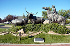 伟大的蒙大拿百年牛推进纪念碑 免版税库存照片