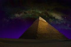 伟大的金字塔,埃及,天空星 免版税库存图片