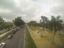 伟大的洪水击中了城市 图库摄影