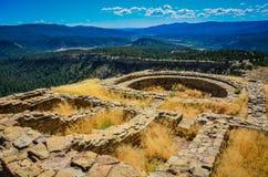 伟大的Kiva -烟囱岩石国家历史文物-科罗拉多 免版税库存照片