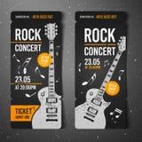 传染媒介例证黑色摇滚乐音乐会票与黑吉他的设计模板和凉快的难看的东西作用在背景中 免版税库存照片