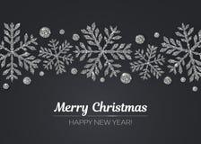 传染媒介圣诞快乐新年快乐与银色雪花装饰的贺卡设计的节日 库存图片