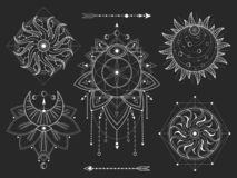 传染媒介套在黑背景的神圣的几何和自然标志 抽象神秘主义者签署汇集 白色线性形状 向量例证