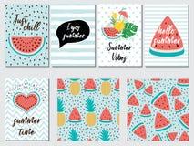 传染媒介套夏天休假卡片用果子西瓜菠萝引述蓝色桃红色 免版税库存图片