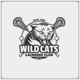 传染媒介套狂放的猫头 曲棍网兜球与狂放的猫头的俱乐部象征 库存例证