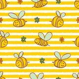 传染媒介黄色条纹逗人喜爱的蜂和花重复样式 适用于缎带包装、纺织品和墙纸 皇族释放例证