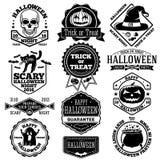 传染媒介万圣夜标签,被设置的徽章 kcull、南瓜、猫、棒、鬼魂,糖果等 库存图片