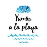 传染媒介夏天行情让` s去海滩 与贝壳,波浪的印刷品 标题用西班牙语 皇族释放例证