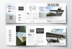 传染媒介套三部合成的小册子,方形的设计模板 五颜六色的多角形背景,被弄脏的图象,都市场面 图库摄影