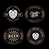 传染媒介套在减速火箭的样式的啤酒标签 葡萄酒工艺啤酒啤酒厂象征、商标、贴纸和设计元素 免版税图库摄影