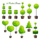 传染媒介套12棵绿色多角形树 免版税库存照片