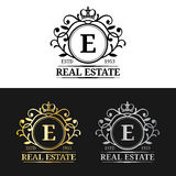 传染媒介房地产组合图案商标模板 豪华书信设计 与冠标志的优美的葡萄酒字符 皇族释放例证
