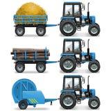 传染媒介有打包机和台车的农用拖拉机 图库摄影