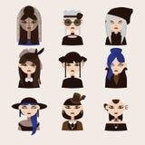 传染媒介设置了与哥特式女孩字符,画与各种各样的发型、衣裳和帽子 妇女画象有益于goth具体化 库存照片
