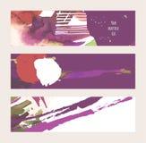 传染媒介设置了与明亮的水平的横幅手拉与墨水和水彩在紫色、赤土陶器和白色 艺术性的背景 图库摄影