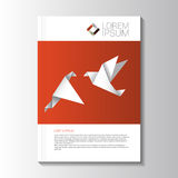 传染媒介设计与origami鸟的颜色飞行物 小册子模板 免版税库存照片