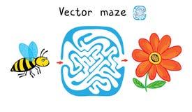 传染媒介迷宫、迷宫与蜂和花 免版税库存照片