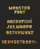 传染媒介逗人喜爱的五颜六色的亲切的妖怪字体 每封信件有与毛皮、眼睛、鼻子、嘴和牙的独特的设计 一些有冠和 免版税图库摄影