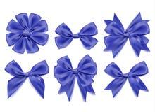 传染媒介3d现实丝带塑造了被设置的蓝色弓 被隔绝的背景 库存图片