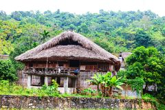 传统不自然的房子这迷人的家庭逗留属于一个地方Tay家庭 免版税库存图片