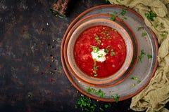传统乌克兰俄国罗宋汤用在碗的牛肉 免版税库存照片