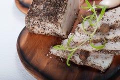 传统乌克兰猪油用黑胡椒和大蒜 免版税库存图片