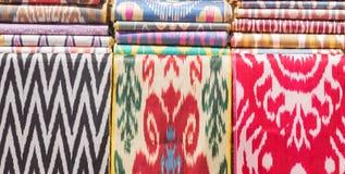 传统乌兹别克人亚洲丝织物卷 免版税库存图片