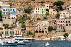传统五颜六色的房子和口岸在锡米岛海岛Dode 免版税库存图片