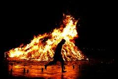 传统亚洲火宗教的运行 库存图片