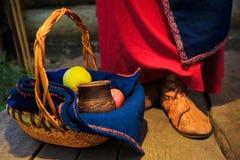 传统俄国礼服的俄国妇女 图库摄影