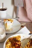 传统保加利亚酥皮点心Banitsa用希腊酸奶 有用的早餐土气样式,选择聚焦 库存照片