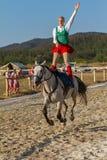 传统匈牙利马背展示在一个小村庄Vonyarcvashegy, 18 08 2013年匈牙利 免版税库存图片