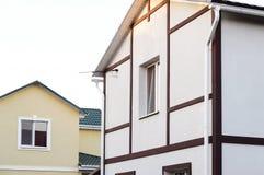 传统半木料半灰泥的房子墙壁的片段 免版税库存照片