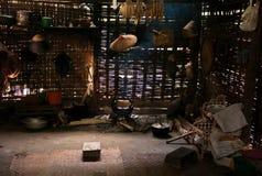 传统厨房在有地方工具的一个竹家 免版税图库摄影