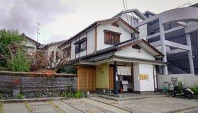 传统古老日本木房子 免版税库存图片