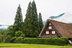 传统和历史日本村庄Shirakawago在岐阜县日本, Gokayama被题写了 图库摄影