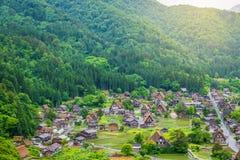 传统和历史日本村庄Shirakawago在岐阜县日本, Gokayama被题写了 免版税库存图片