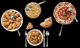 传统国内美味开胃菜盘和泡菜卷用在黑b和被发酵的小面包干隔绝的奥利维尔沙拉 免版税库存图片