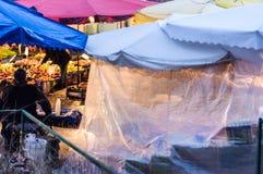 传统土耳其义卖市场在冬天 免版税库存图片