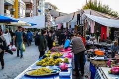传统土耳其义卖市场在夏天镇 免版税库存照片