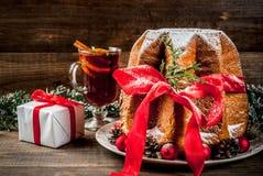 传统圣诞节蛋糕意大利节日糕点 库存图片
