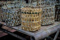 传统在pasar jati minggon batang拍的篮子手工制造照片 库存照片