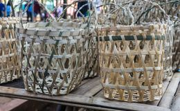传统在pasar jati minggon batang拍的篮子手工制造照片 免版税库存图片